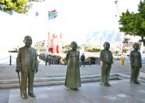 V&Aウォーターフロントに並ぶ ノーベル平和賞受賞者の銅像
