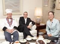 アジア・パシフィック地区リージョナルマネージャーが 「大使館の食卓」に出演、料理の腕をふるう!