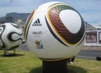 2010年FIFAワールドカップ南アフリカ大会™ 公式試合球の発表を歓迎