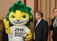 マルティネス・ファン・スカウクフェイク観光大臣、政府と観光産業業界について語る