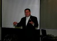 南アフリカ観光局、リージョナル・マネージャー日本旅行業協会のセミナーでスピーチを行う